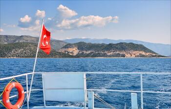 Власти Турции ввели обязательный масочный режим по всей стране