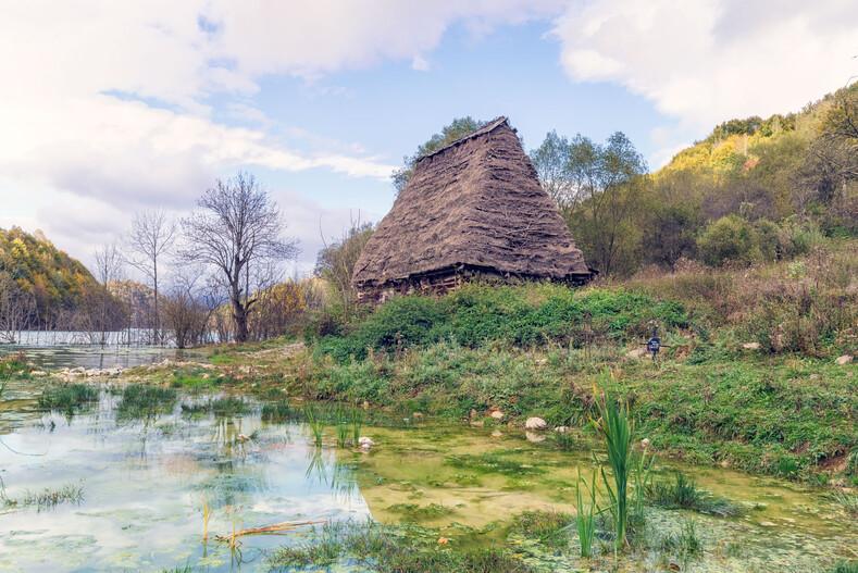 Геамана - румынская деревня-призрак, утонувшая в озере токсичных отходов