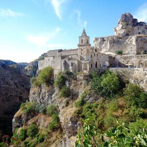 По достопримечательностям Матеры на юге Италии — пещерные дома