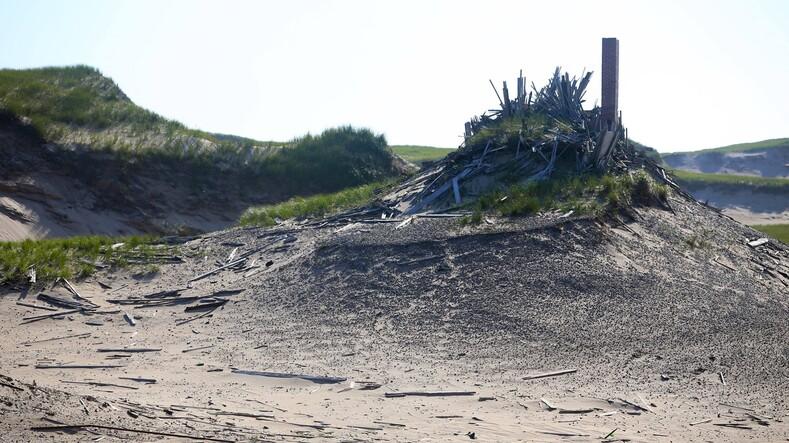Кладбище Атлантики: фото таинственного острова с дурной славой