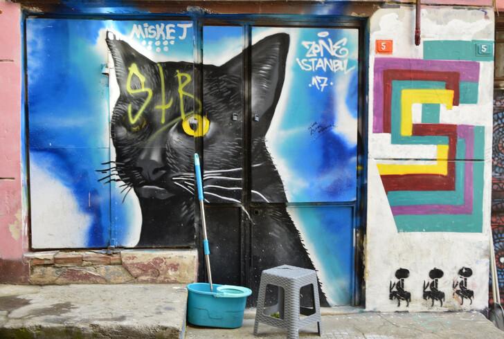 Граффити  неподалёку от Галатской башни