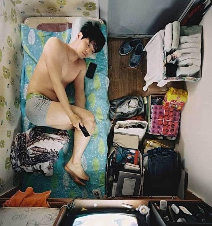 Как живут корейцы в комнатах 2 на 2 метра: фото-история сеульского фотографа Сим Кю-донга