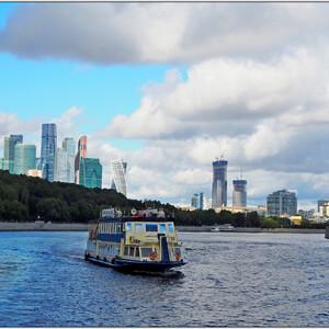 Прогулка по Москва-реке — лучший вариант провести время между рейсами