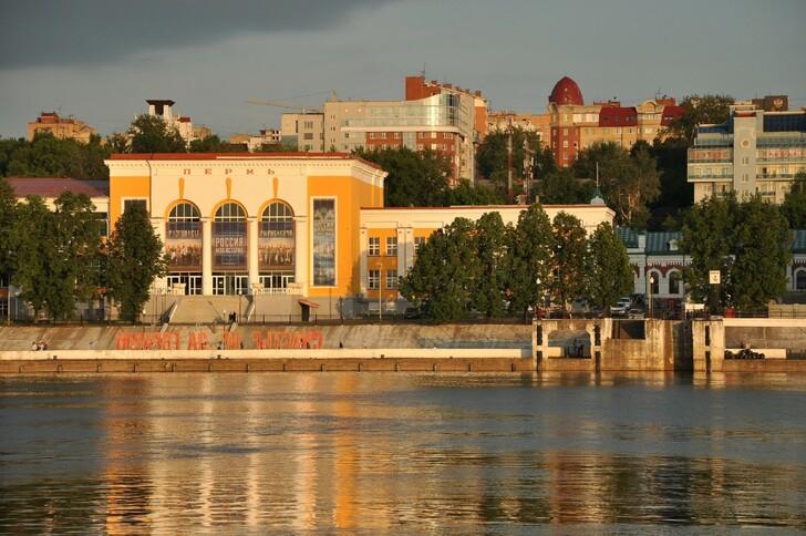 Вид на Речной вокзал с реки