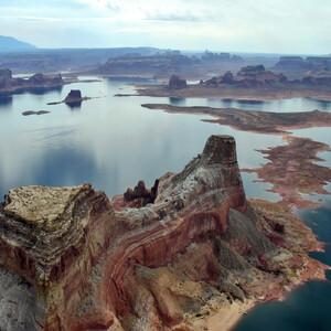 Озеро Пауэлл является по своим размерам вторым искуственным водохранилищем в США