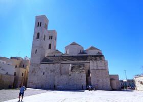 По достопримечательностям средневековой Мольфетты в Апулии