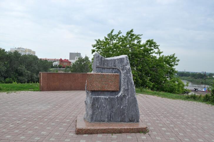 Памятный камень на Исторической площади