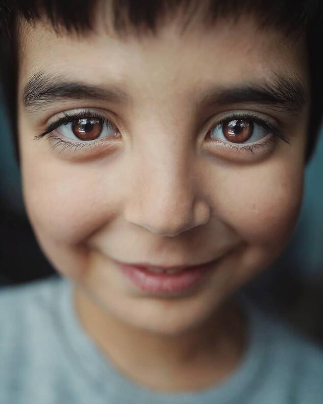 20 случайных фото, моделями на которых стали дети с экстраординарным цветом глаз