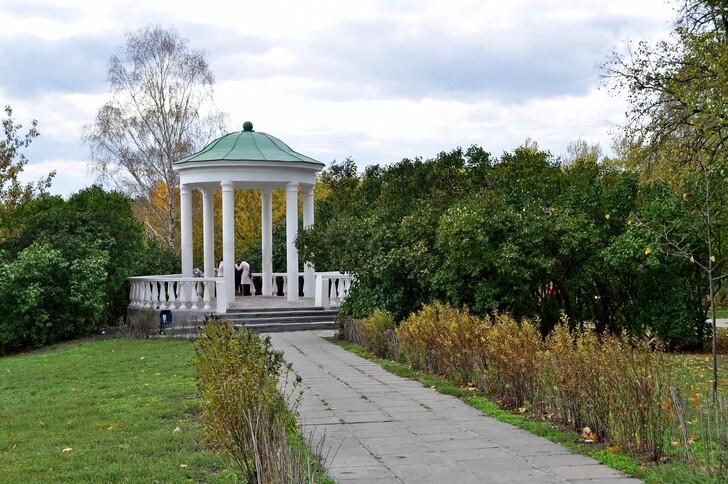Беседка в парке «Дворянское гнездо»