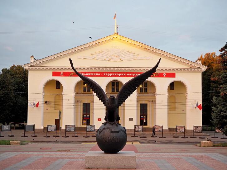 Скульптура «Орёл» на Привокзальной площади