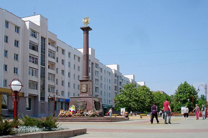 Стела «Город воинской славы» на бульваре Победы