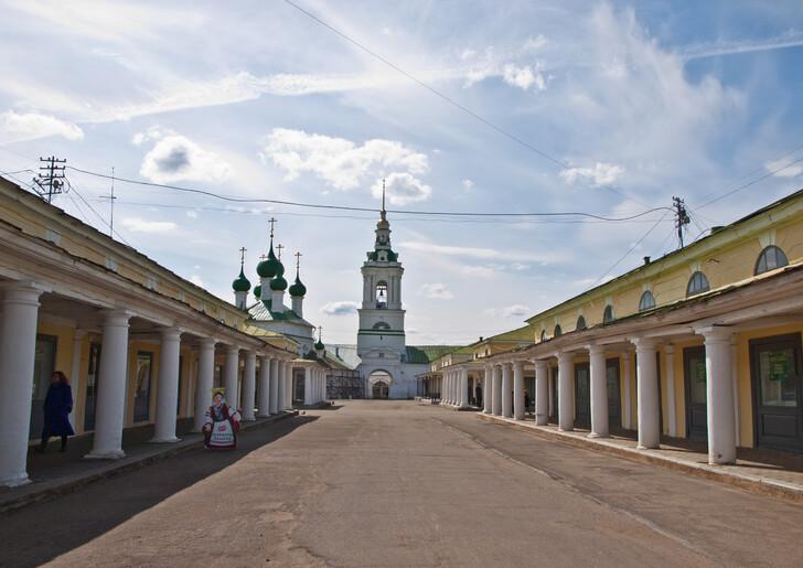Торговые ряды в историческом центре Костромы
