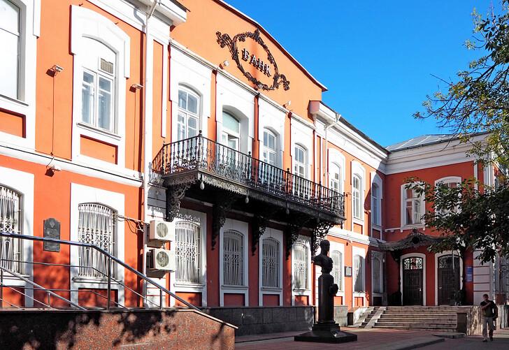 Здание Штаба 17 гусарского Черниговского полка