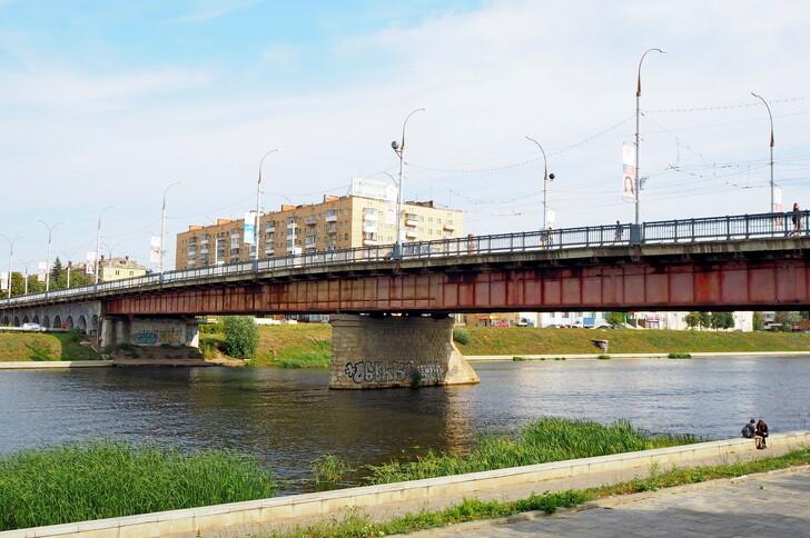 Красный мост через Оку