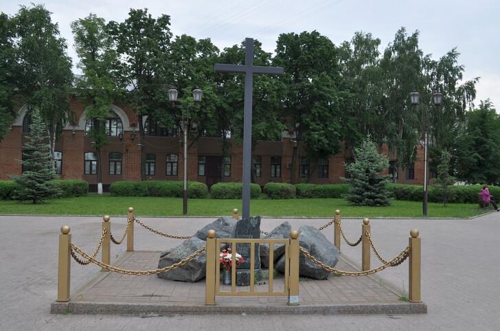 Памятник Ермаку и его товарищам на Исторической площади