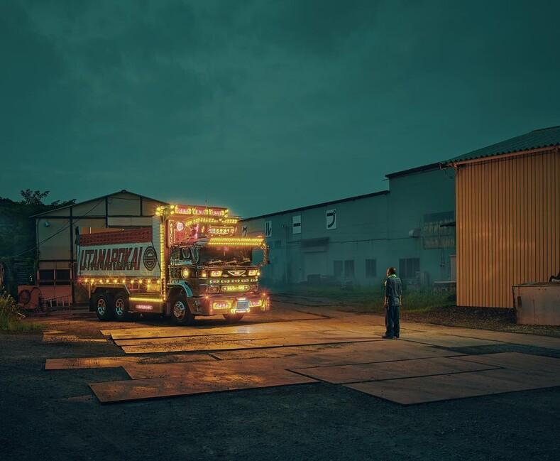 Японские грузовики с люстрами и шторами внутри: тюнинг, которому будут завидовать все дальнобойщики