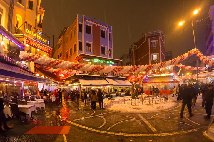 Улицы Стамбула в преддверии Нового года