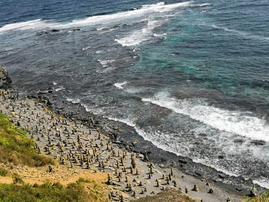 Мыс Вятлина на острове Русский, длина побережья 110 метров.