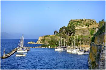 В Греции начали работать карантинные отели для иностранных туристов