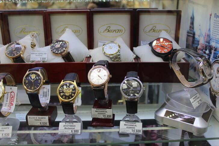 Часы «Чайка» в фирменном магазине