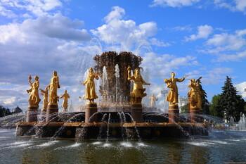 Сезон работы фонтанов в Москве продлён на 10 дней