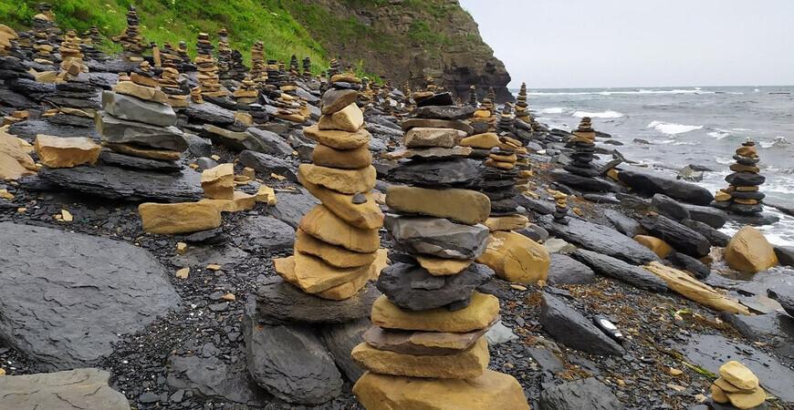 Пляж камней на острове Русский