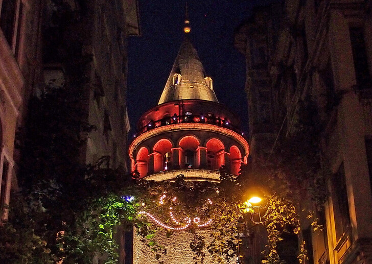 Ночная башня Галата