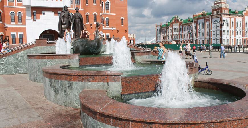 Памятник-фонтан Петру</br>и Февронии в Йошкар-Оле