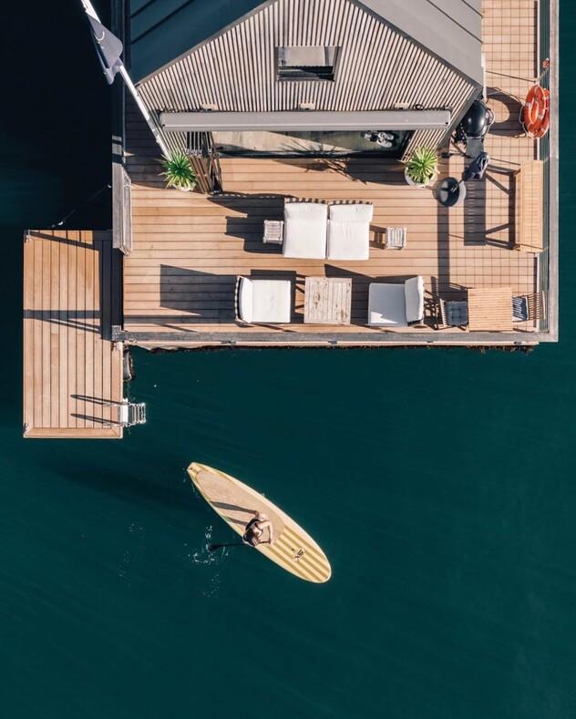 В Австралии запустили плавучий отель на солнечной энергии: фото виллы для отдыха подальше от людей