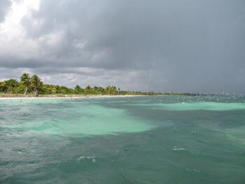 Ураган «Дельта» обрушился на Мексику