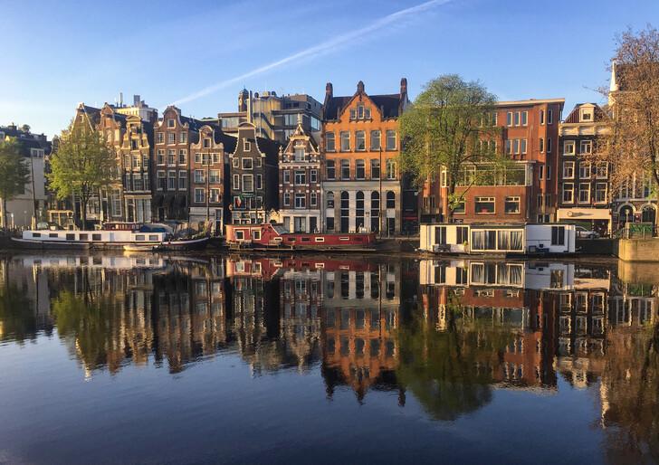 Вид с воды на город