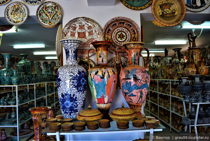 Особенно ценились так называемые родосские вазы, украшенные орнаментальными фризами с изображениями зверей. На вазах в керамической мастерской-магазине имелись различные изображения, в том числе и зверей. Традиции продолжаются.