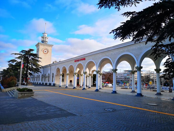 Железнодорлжный вокзал Симферополя