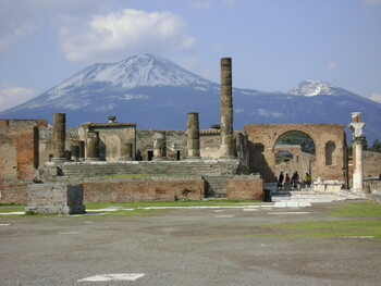 Туристка вернула в Помпеи украденные артефакты, считая, что они прокляты