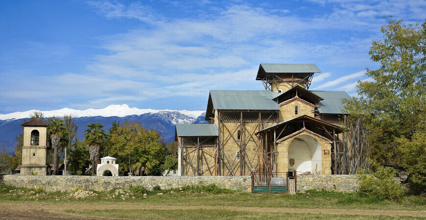 Лыхненский храм (Церковь Успения Богородицы в Лыхны)
