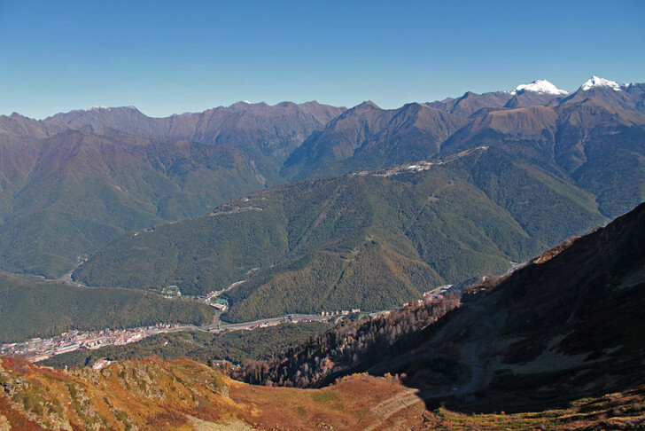 Вид на горы с курорта «Красная поляна»