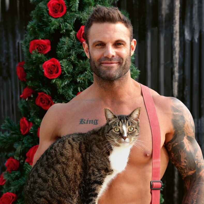 Австралийские красавцы-спасатели и милые животные: как выглядят фото для нового календаря, по которому сходят с ума миллионы женщин
