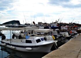 Будва. Корабли в порту и в море
