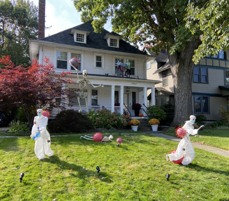 Как на Западе готовятся к Хэллоуину: фото самых диких и по-страшному украшенных домов, поразивших пользователей Сети