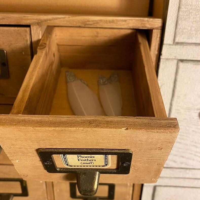Отец построил для дочери улицу из Гарри Поттера в ее гардеробе: фото оригинального подарка на день рождения