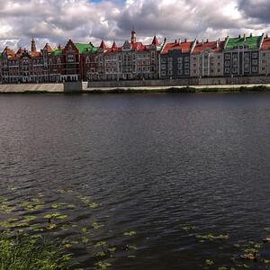 Яркие домики на набережной Брюгге