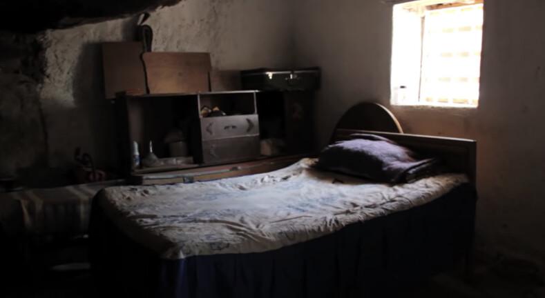 70-летний мексиканец живет под камнем посреди пустыни: ему предлагали миллионы за его дом, но он отказался