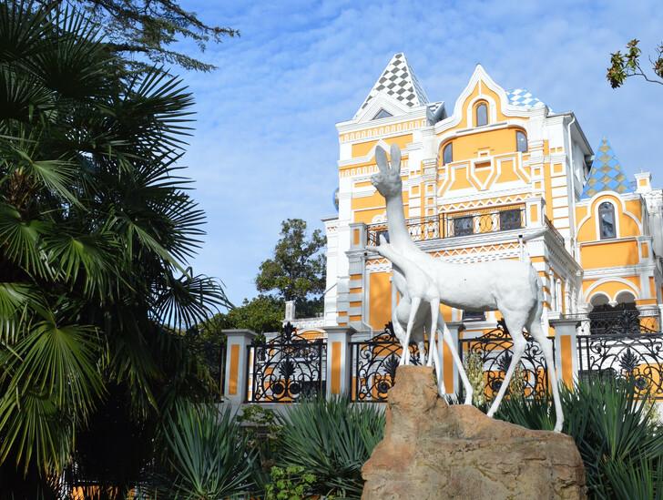 Дача Хлудова в парке Ривьера