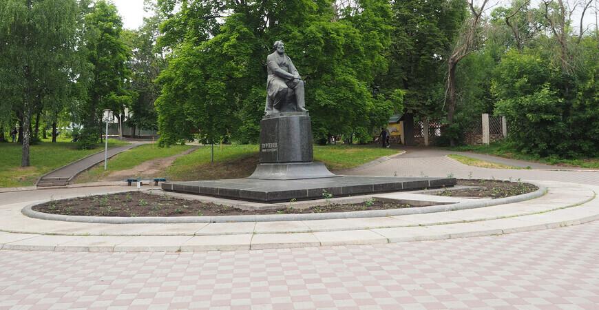 Памятник Тургеневу в Орле