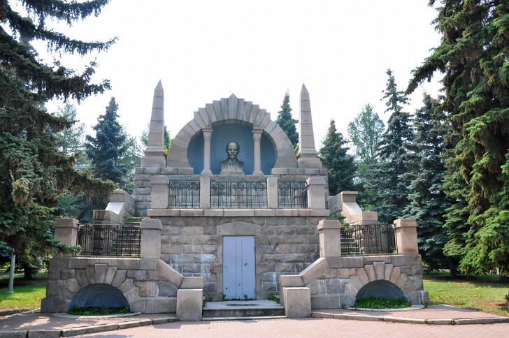 Памятник-мавзолей В.И. Ленину