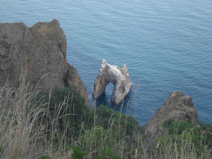 Скала «Золотые ворота» (Карадагский природный заповедник)