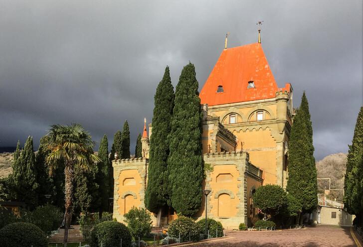 Дворец в Утесе