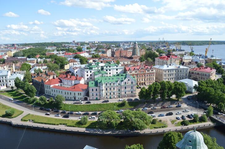 Вид на Старый город с территории Выборгского замка