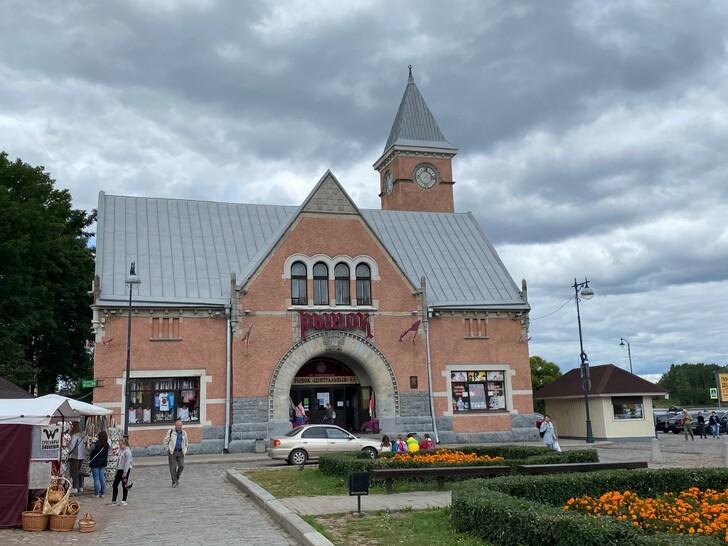 Здание Выборгского рынка