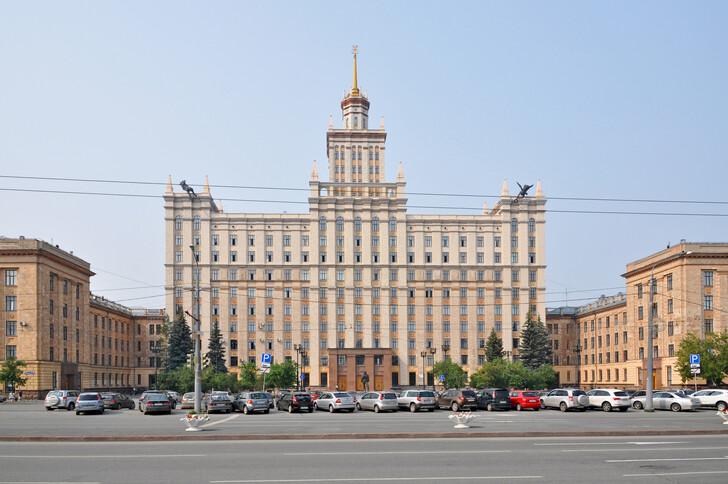 Главный корпус Южно-Уральского государственного университета